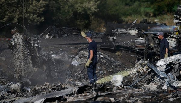 Members of the Ukrainian Emergencies Ministry work at the crash site of MH17, July 20 (Source: Reuters)