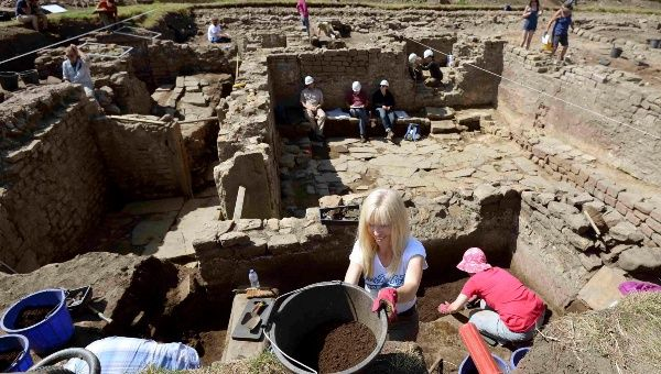 Archeologist work on a recently discovered roman bath house circa II AD at Bincherster, Northern England.
