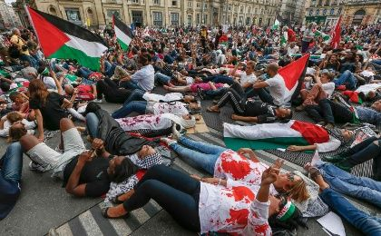 Lyon residents united in expressing their animosity against the disproportionate attacks of Israel against Palestinians.