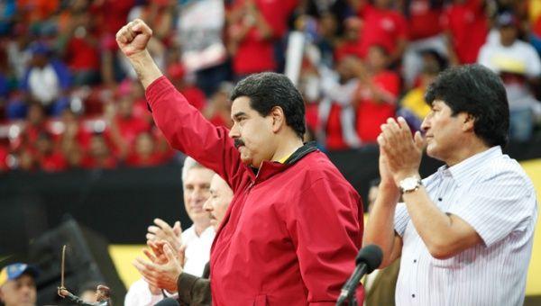 El pueblo también rindió honores al Líder Bolivariano. (AVN)