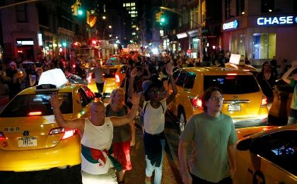 Marchs in support of the protests against the killing of unarmed black teenager Michael Brown in Ferguson, Missouri, have spread to Manhattan, New York. (Photo: Reuters)