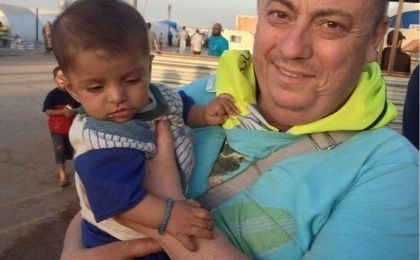 An undated family handout photo of British aid worker Alan Henning taken at a refugee camp on the Turkish-Syria border. (Photo: Reuters)
