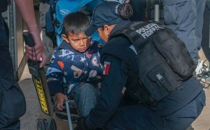 Mexican police was harshly criticized for stopping and frisking kids during Independence Day celebrations. (Photo: Twitter)