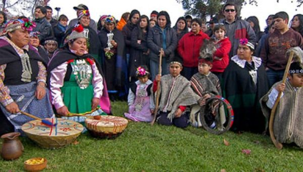 Today the Mapuche group counts about 700,000 people in Chile, for a total of 16 million of inhabitants for the country, with levels of poverty that double the one of the rest of the population. (Photo: EFE)