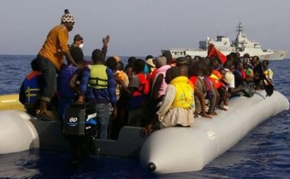 Migrants being rescued by the Italian navy in the Mediterranean September 22, 2014 (Photo: AFP)