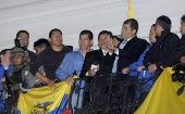 President Correa (holding microphone) addresses supporters after his release after a failed coup attempt, September 30, 2010 (Photo: EFE)