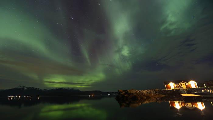 La aurora boreal sigue las líneas del campo magnético de la Tierra. Reuters
