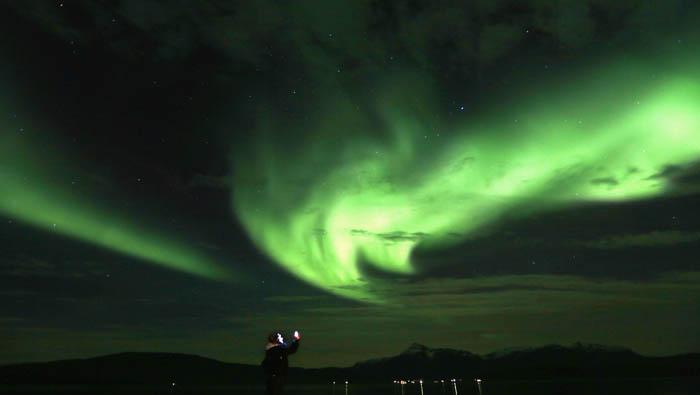 Las luces de la aurora boreal se ven en las naciones que bordean el océano Ártico. Reuters
