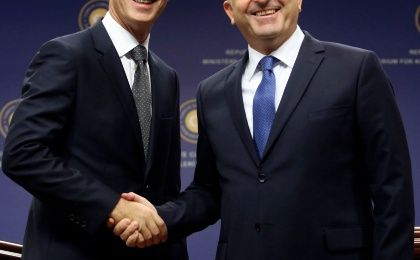 NATO Secretary-General Jens Stoltenberg of Norway (L) shakes hands with Turkey's Foreign Minister Mevlut Cavusoglu during a news conference in Ankara October 9, 2014. (Photo: Reuters)
