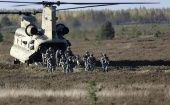 Members of the U.S. Army's 173rd Airborne Brigade Combat Team leave a Chinook helicopter during the Silver Arrow NATO military exercise in Adazi, Latvia October 5, 2014. (Photo: Reuters)