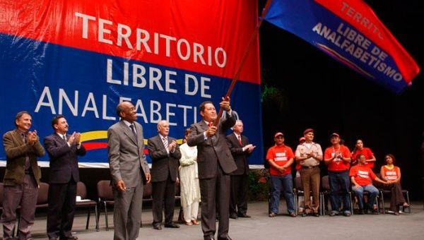 La Revolución Bolivarina, liderada por Hugo Chávez, erradicó el analfabestismo en Venezuela. (Foto: Archivo)