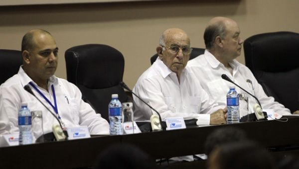 The Vice President and Second Secretary of the Central Committee of the Cuban Communist Party, Jose Ramon Machado Ventura (center), next to the health minister and foreign trade and investment minister, Rodrigo Malmierca, president of the technical summit of health specialists and leaders. (Photo: CubaDebate/Ismael Francisco)