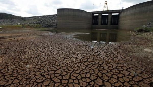 A view of the Jaguari dam station, part of the Cantareira reservoir, with record low water levels in Braganca Paulista, Sao Paulo state this February (photo: Reuters).