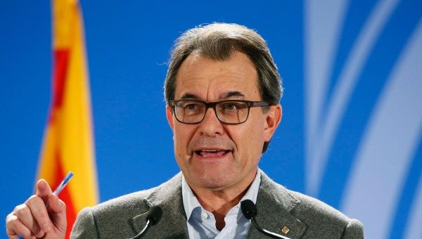 Catalan President Artur Mas attends a news conference assessing the results after Catalans voted in a symbolic independence vote in Barcelona. (Photo: Reuters)