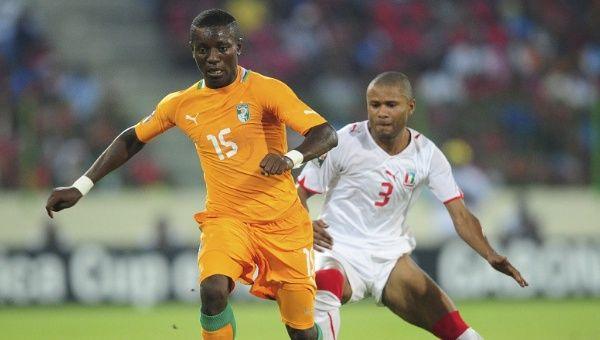 Max Gradel of Ivory Coast and David Alvarez of Equatorial Guinea during the Africa Cup of Nations Quarterfinal match in Equatorial Guinea on 04 February 4, 2012. (Photo: EFE)