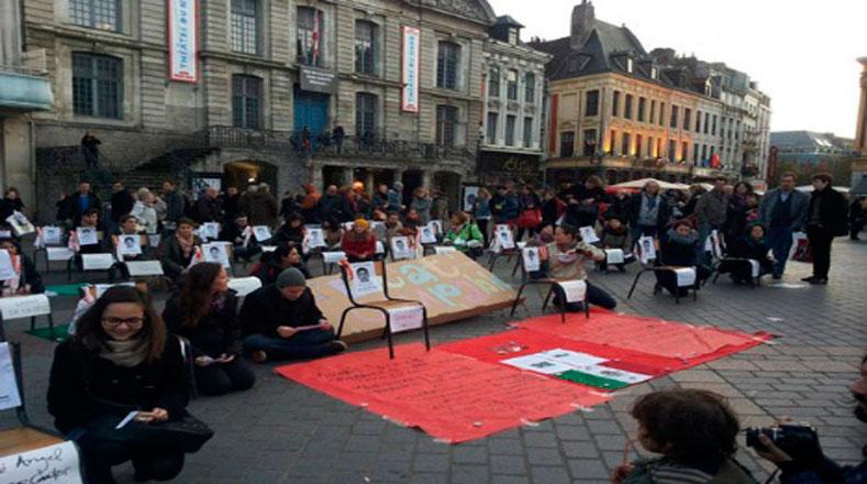 Lo mismo ocurrió en Francia, donde miles de universitarios piden a Peña Nieto que haga justicia