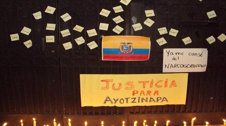 Y con un sentido mural, los ecuatorianos reclamaron el regreso de los normalistas