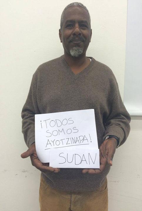 Zudán alzó su pancarta por la aparición de los 43 normalistas