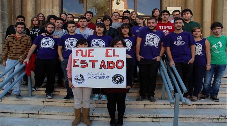 Estudiantes de Sevilla, en España, acusaron al Estado mexicano por la desaparición de los normalistas. Expresaron su apoyo al movimiento estudiantil de México.