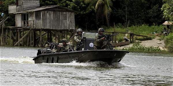 Intensifican búsqueda del General retenido en oeste colombiano