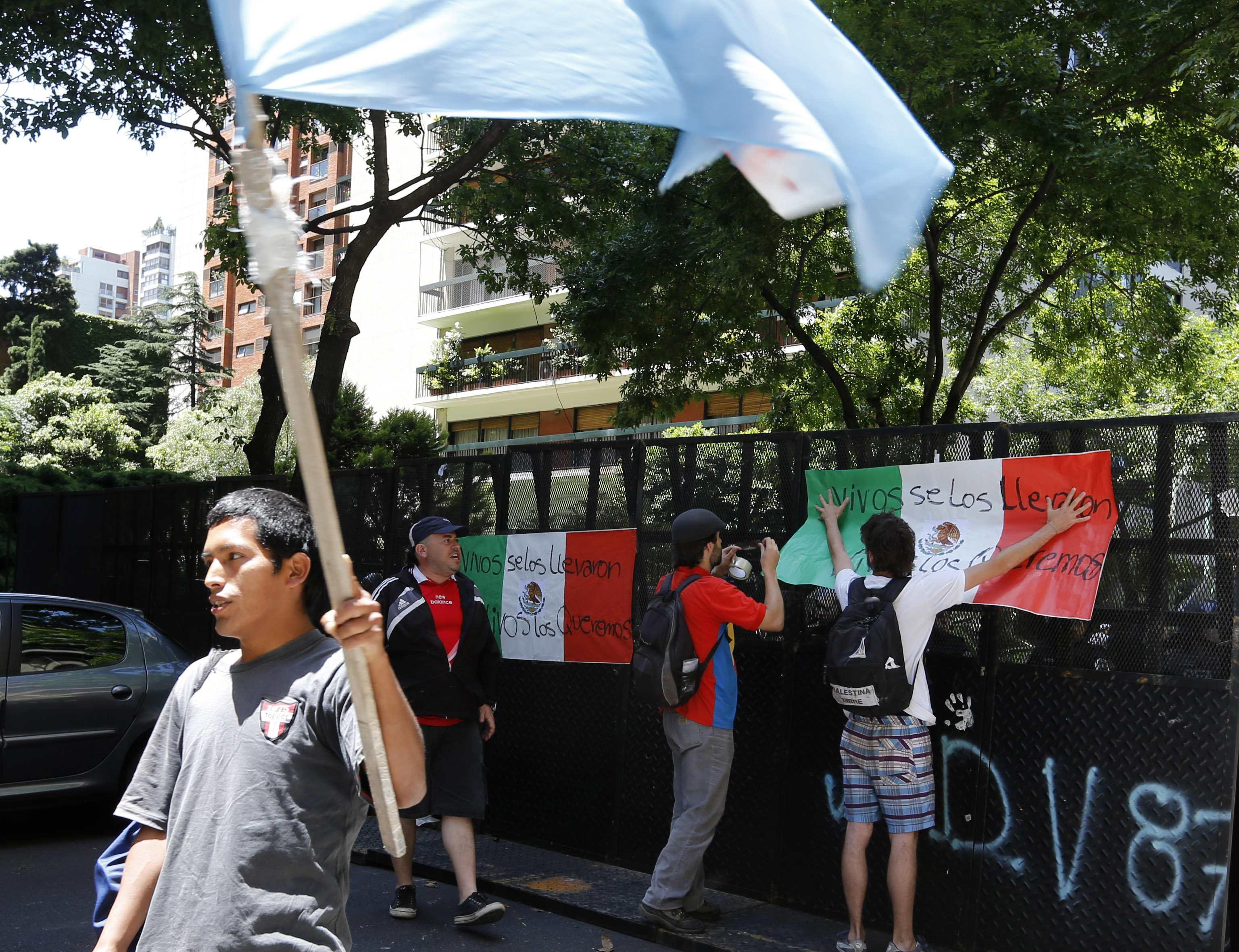 Los argentinos continúan protesta por el regreso de los 43 normalistas