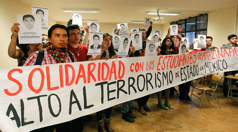 Universitarios mexicanos multiplican mensaje de solidaridad con estudiantes de Ayotzinapa