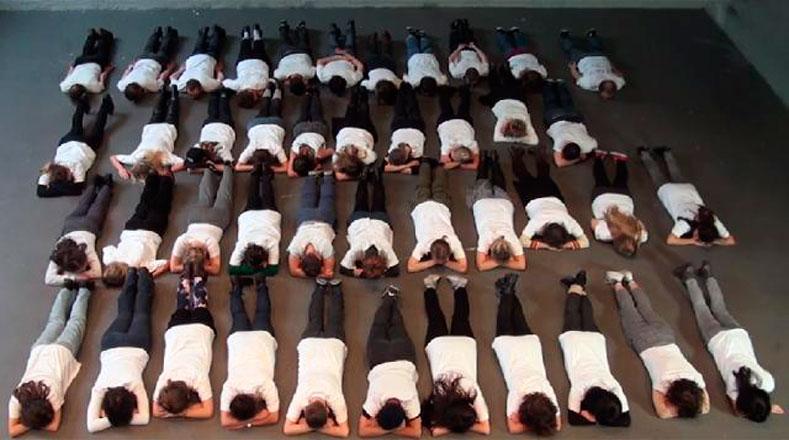 Estudiantes de Brasil, España, Australia, Estados Unidos y Francia se ponen en el lugar de los 43 normalistas