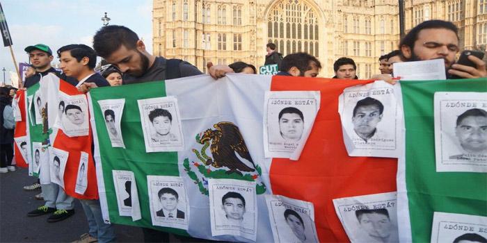 Más de medio centenar de personas manifestaron su apoyo a las familias de los 43 estudiantes desaparecidos de Ayotzinapa. (Foto: London Mexico Solidarity Group)