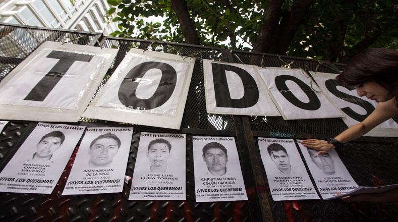 En Argentina exigen que los 43 de Ayotzinapa regresen con vida.