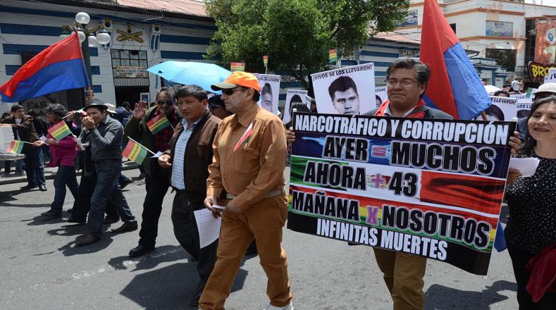 Los bolivianos siguen manifestando solidaridad con los normalistas