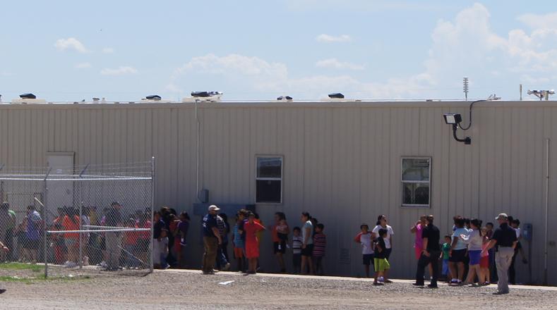 El centro acoge a miles de personas que cruzan la frontera en búsqueda de una vida mejor.