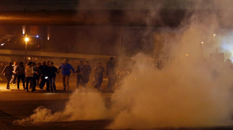 El Ejército dispersó a los cientos de manifestantes con cañones de agua y gases lacrimógenos.