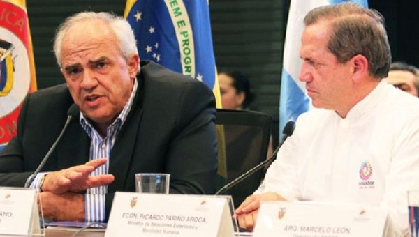 Secretary General Ernesto Samper and Ecuadorean Foreign Minister Ricardo Patiño toured the new UNASUR headquarters prior to its official unveiling.