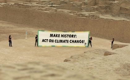 Oxfam activists display a sign at Lima's precolombian ruins Huaca Pucllana to raise awareness about climate change two days before the COP-20 climate change summit starting Dec. 1, 2014 (Photo: EFE)