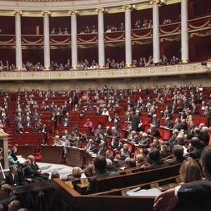 Francia: Partido de Macron obtiene amplia mayoría parlamentaria