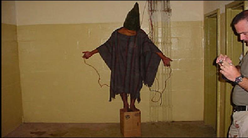 Satar Jabar fue torturado en la prisión Abu Ghraib conectándole al cableado eléctrico por manos y genitales, un método del manual de torturas de la CIA. Jabar no estaba acusado de terrorismo sino de un delito de robo de vehículos.