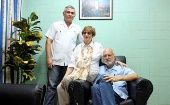 Jailed U.S. Agency for International Development (USAID) contractor Alan Gross, (R), poses for a picture at Havana's Carlos J Finlay Military Hospital, Sept. 28, 2012