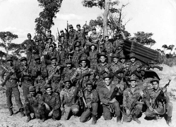 Cuba también aportó combatientes internacionalistas que dieron su vida por la independencia de Angola y el fin del Apartheid en Sudáfrica. Combatientes Cubanos en Cuito Canavale