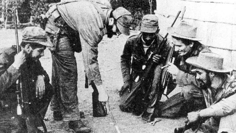 El combate a la dictadura de Batista debió desarrollarse en la Sierra Maestra. La dirección del Comandante FGidel fue decisiva en la victoria.