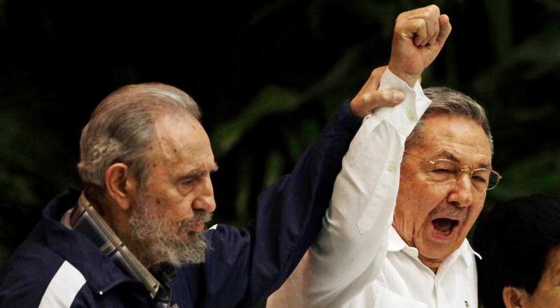 Fidel y Raúl. Una Revolución sólo puede ser hija de la cultura y las ideas. ¡Patria o Muerte!, Venceremos