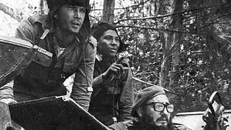 1971 Fidel toma su puesto en el combate contra la invasión mercenaria. Girón primera derrota del Imperialismo en América. ¡Cuba territorio libre de América!