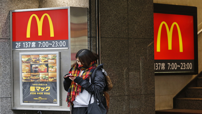 McDonald's sigue comercializando productos en mal estado.