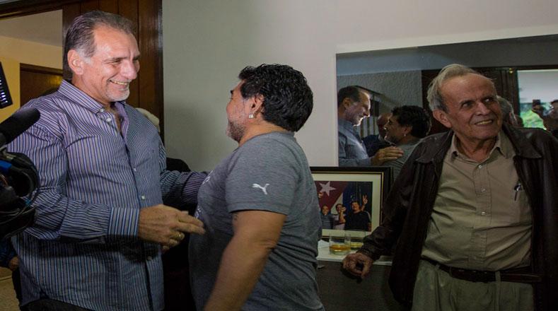 El ícono del fútbol, Diego Armando Maradona, compartió con el héroe René González sus experiencias con De Zurda.