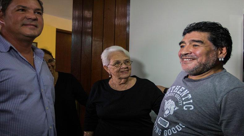 Maradona se reunió con los Héroes cubanos a propósito de la nueva temporada de De Zurda que se graba en La Habana.