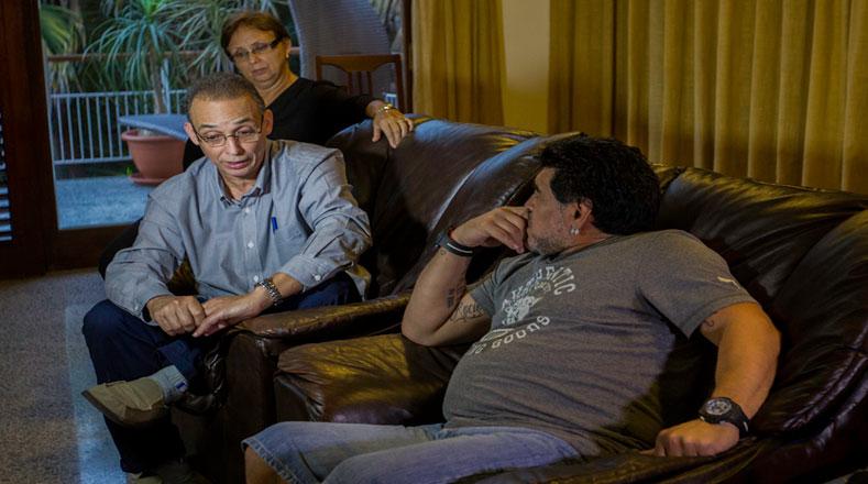 El antiterrorista cubano Antonio Guerrero conversó con Maradona.