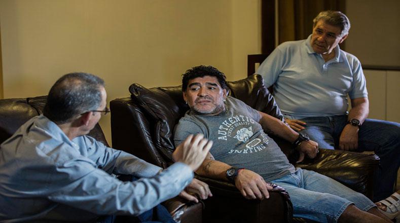 Maradona y Víctor Hugo Morales presentaron De Zurda, programa que adquirió popularidad durante el Mundial de Fútbol Brasil 2014.