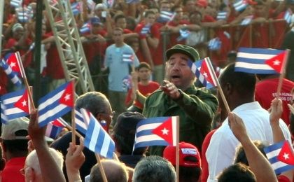 Fidel with crowds in 2005