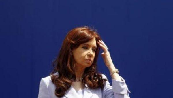 Denuncian que medios como La Nación y el grupo Clarín pretenden responsabilizar a la presidenta Fernández del supuesto asesinato del fiscal Nisman.