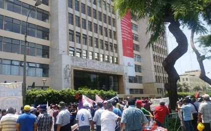 Labor rights march reaches the Ministry of Work