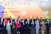 Regional heads of state and government gather for the family photo at the third CELAC summit on January 28, 2015.